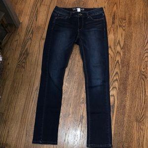 White House Black Market straight leg skinny 2R